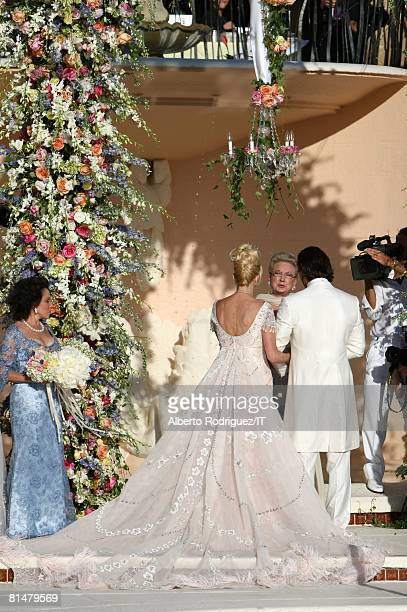 RATES The wedding of Ivana Trump and Rossano Rubicondi at the MaraLago Club on April 12 2008 in Palm Beach Florida Ivankas dress was made by Mark...