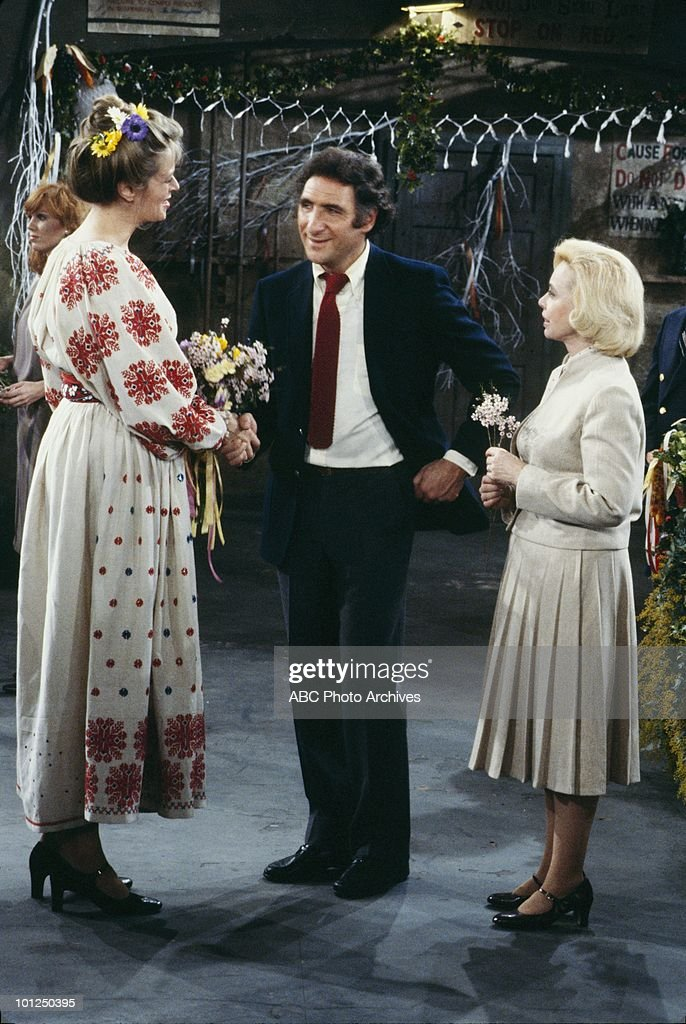 TAXI - 'The Wedding of Latka and Simka' which aired on March 25, 1982. (Photo by ABC Photo Archives/ABC via Getty Images) MARILU HENNER;SUSAN KELLERMANN;JUDD HIRSCH;DR' JOYCE