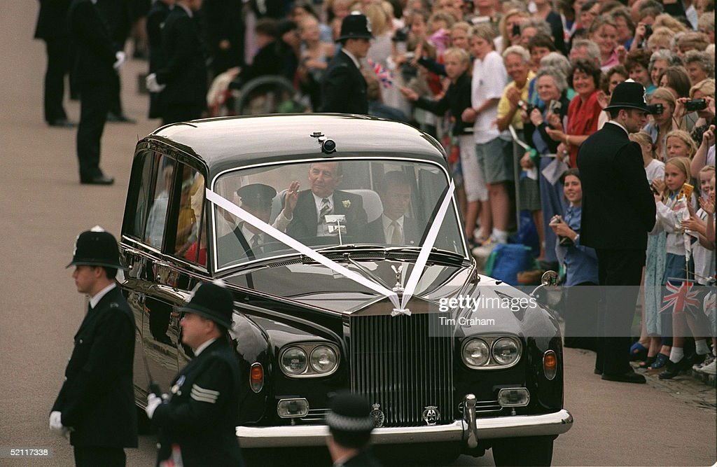 The Wedding Of Prince Edward And Sophie Rhys-jones. The Bride And Her Father Driving Through Windsor.
