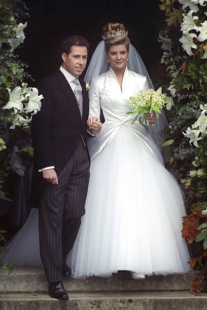 Lady sarah armstrong jones and daniel chatto wedding for Julian alexander wedding dresses