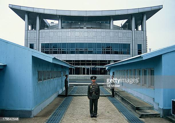 CONTENT] The well known 38th paralell between north and south korea on the korean penninsula is one of the last massive saved borders in the world In...