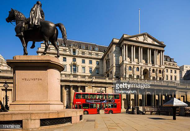 the wellington statue and the bank of england - bank of england stock photos and pictures