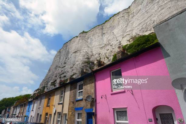 the white ciffs of dover, as seen from east cliff, also known as the marine parade, in dover, uk. - bo zaunders stock pictures, royalty-free photos & images