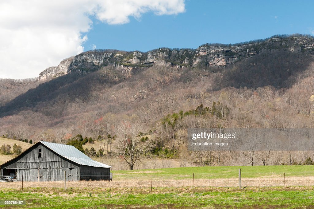 The White Cliffs of Cumberland Mountain in Virginia a well-known landmark on the Wilderness Road : Foto jornalística