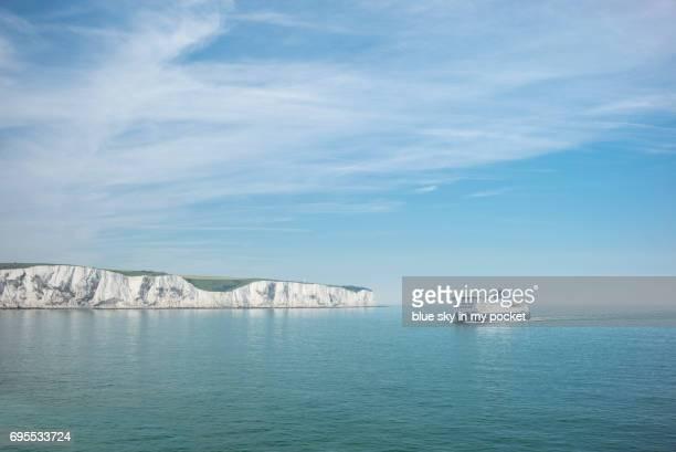 the white cliffs of dover. - bras de mer caractéristiques côtières photos et images de collection