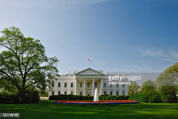the white house as seen from pennsylvania avenue - casa branca washington dc - fotografias e filmes do acervo