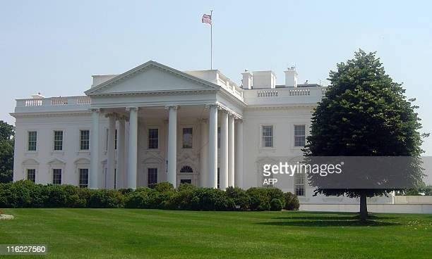 The White House is seen during the heat wave that hit Washington DC on May 26 2011 The temperature reached 31 degrees Celsius AFP PHOTO/El KEBIR...
