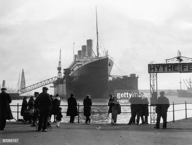 Steamer 'Olympic' in the drydock in Southampton Photograph United States Around 1930 [Dampfschiff 'Olympic' im Trockendock in Southampton Das...