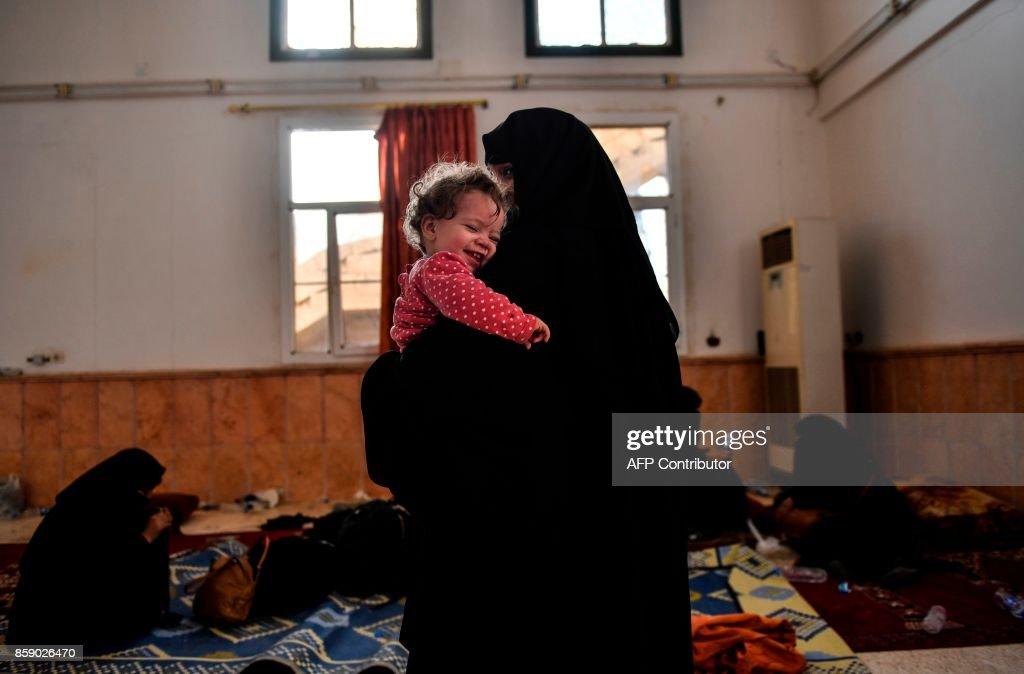 TOPSHOT-SYRIA-RAQA-CONFLICT : ニュース写真