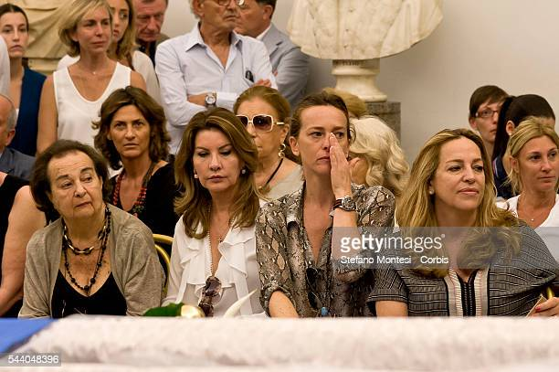 The wife of Carlo Pedersoli Maria Amato the wife of his son Joseph Lupita the daughter Diamante and the other daughter Cristina in front the coffin...