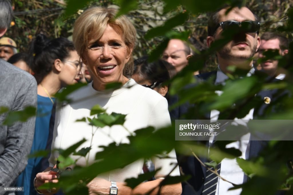 The wife of the French President Emmanuel Macron, Brigitte Macron, observes street art during a visit to Lodhi Colony in the Indian capital New Delhi on March 11, 2018. Brigitte Macron is visiting India with her husband on an official three-day state visit where they will travel to New Delhi, Agra and Varanasi. /