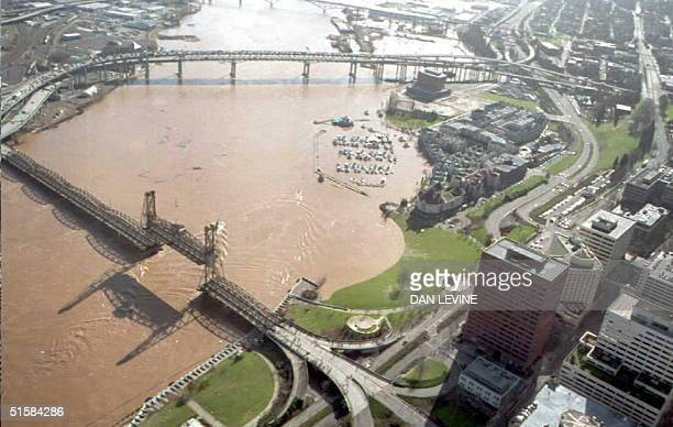 The Willamette River threatens to flood downtown Portland in Oregon 09 February Melting snow and rain have flooded parts of Oregon and Washington...