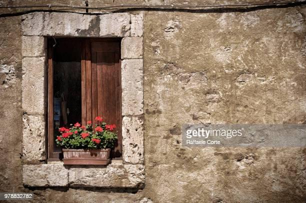 the window on the wall - raffaele corte foto e immagini stock