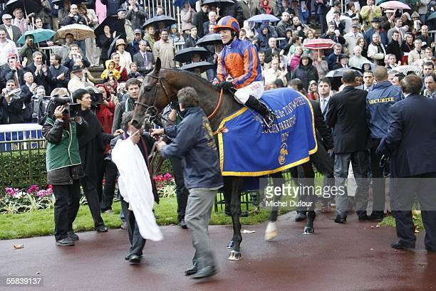 The winner Hurricane Run is seen the Grand Prix de l'Arc de Triomphe world contest of gallop horses at Longchamp on October 2 2005 in Paris France