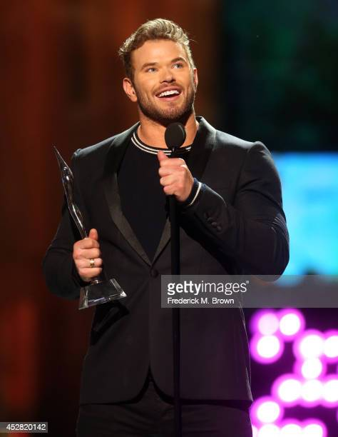 The Winner of Super Superhero Award Kellan Lutz speaks onstage at the 2014 Young Hollywood Awards brought to you by Samsung Galaxy at The Wiltern on...