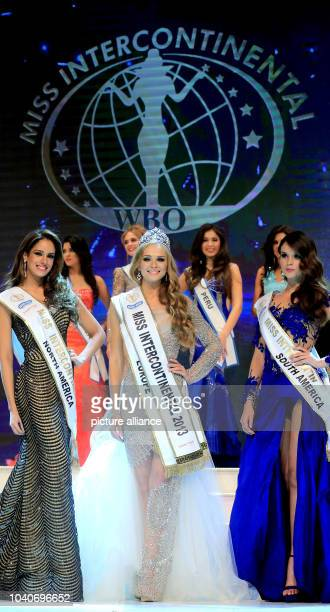 The winner of the Miss Intercontinenal 2013 beauty pageant Ekaterina Plekhova of Russia stands between the winner of the second prize Aleyda E Ortiz...