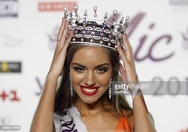 The winner of the quotMiss Ukraine2016quot beauty contes18yearold Olexandra Kucherenko poses during the gala in Kiev on 02 September2016 Olexandra...