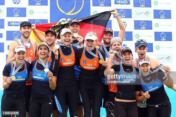 The winning teams of the women's and men's competition pose on the podium after the men's final match between Emiel Boersma and Daan Spijkers of...