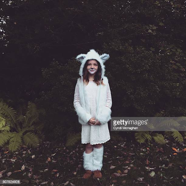 the wolf costume - loup blanc photos et images de collection