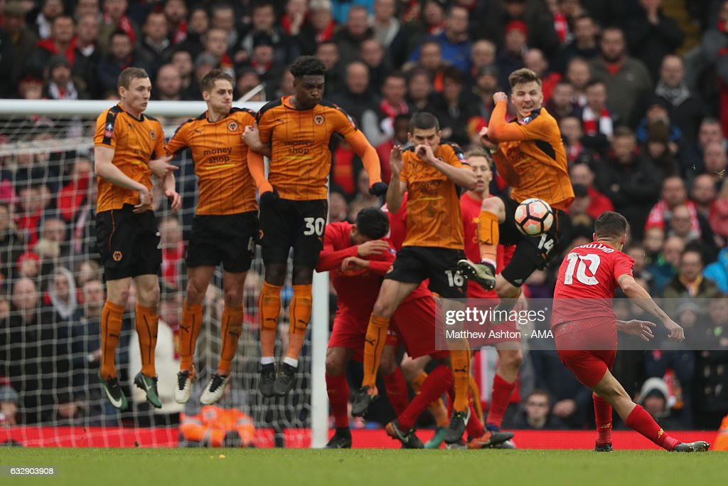 Liverpool v Wolverhampton Wanderers - The Emirates FA Cup Fourth Round : News Photo