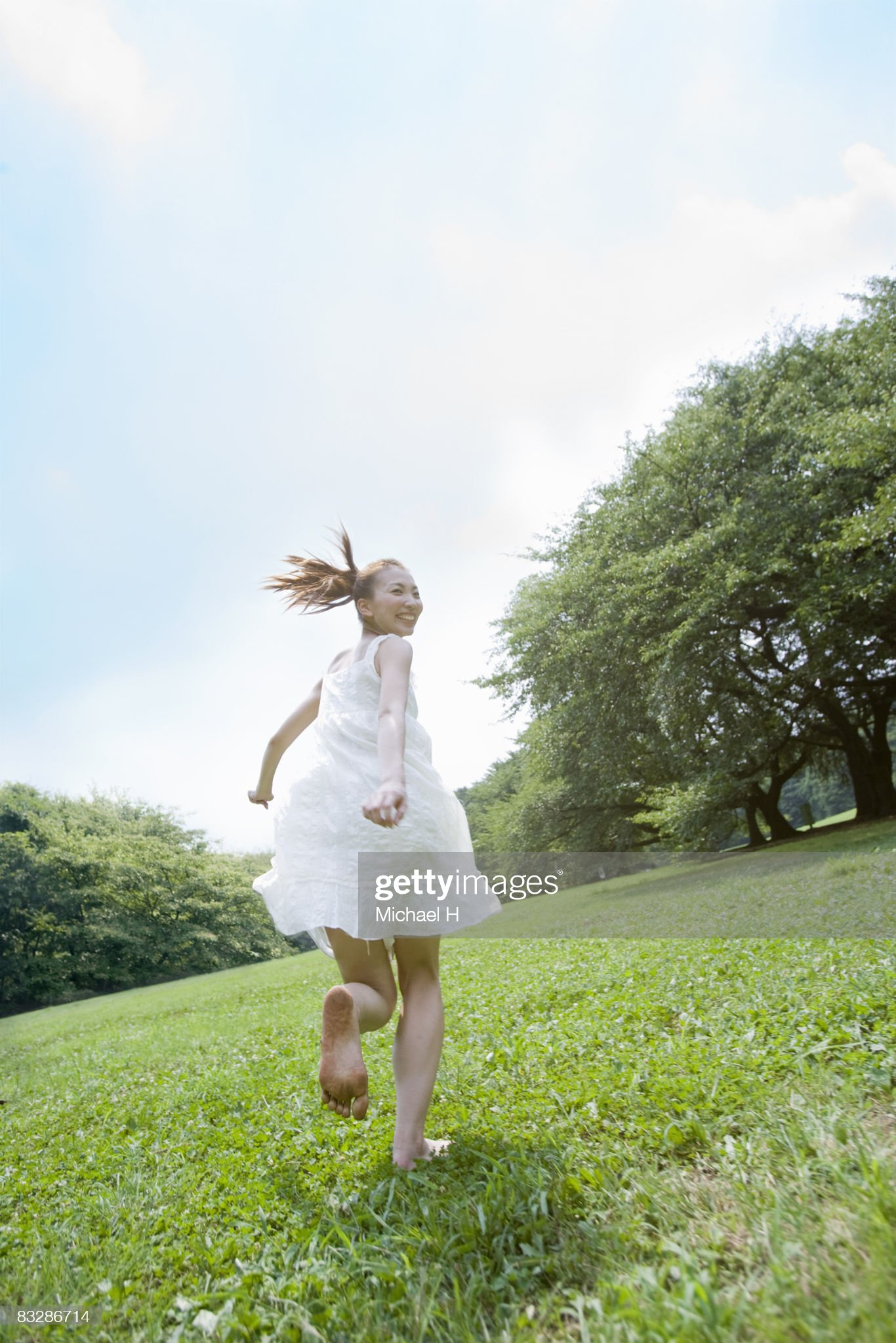 https://media.gettyimages.com/photos/the-woman-who-runs-barefoot-picture-id83286714?s=2048x2048