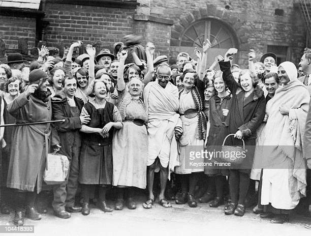 The women from the cotton mill of Darwen England greeting the Mahatma GANDHI on September 26 1931 The Indian Nationalist toured the cotton factories...