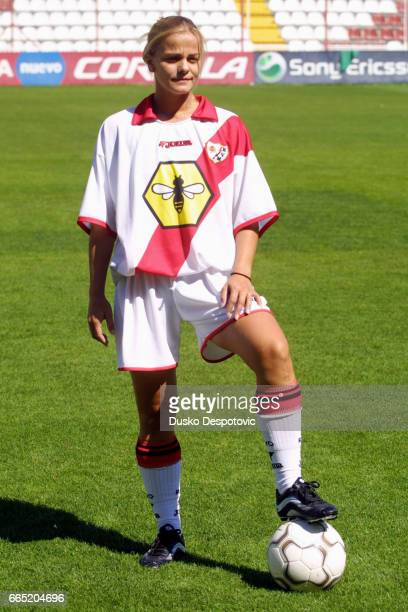 The women team of the Rayo Vallecano Football Club presents its new player, Milene Domingues. This Brazilian football player is also known as...