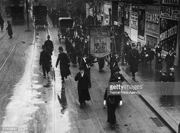The Women's March from Edinburgh to London passes along Finchley Road London 16th November 1912 The marchers are on their way to 10 Downing Street to...