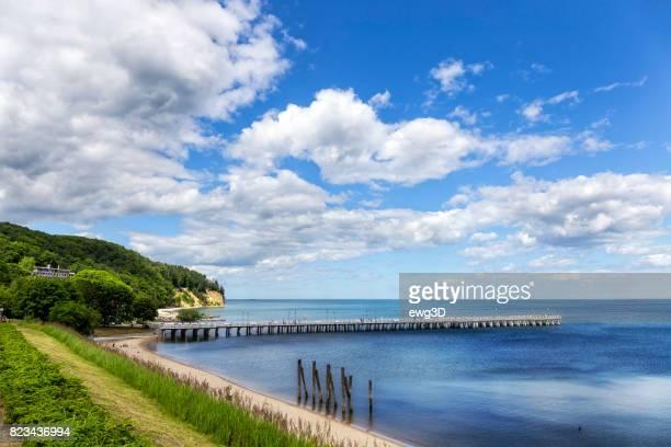 orlowo ポーランドのグディニャで木製の桟橋 - グディニャ ストックフォトと画像