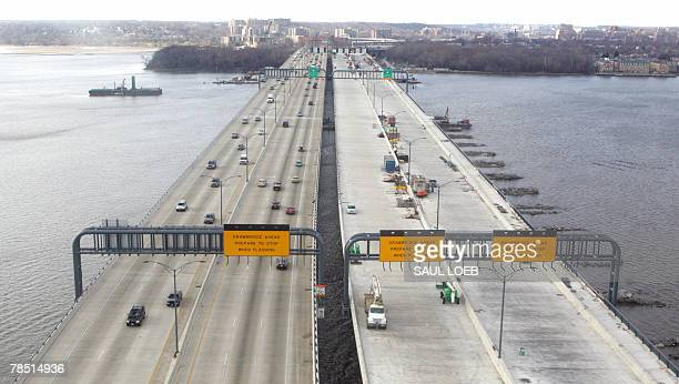 The Woodrow Wilson Memorial Bridge is seen in this aerial view 17 December 2007 in Alexandria, Virginia. The bridge, over the Potomac River, connects...