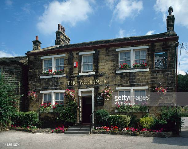 the woolpack pub from emmerdale farm tv programme, yorkshire, england - television show stock pictures, royalty-free photos & images