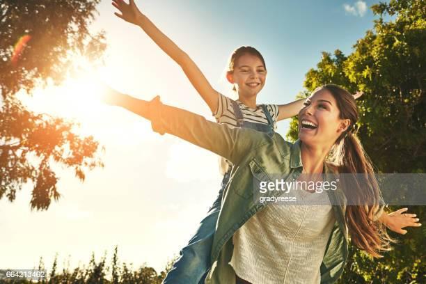 De wereld wordt helderder wanneer u samen lachen deelt
