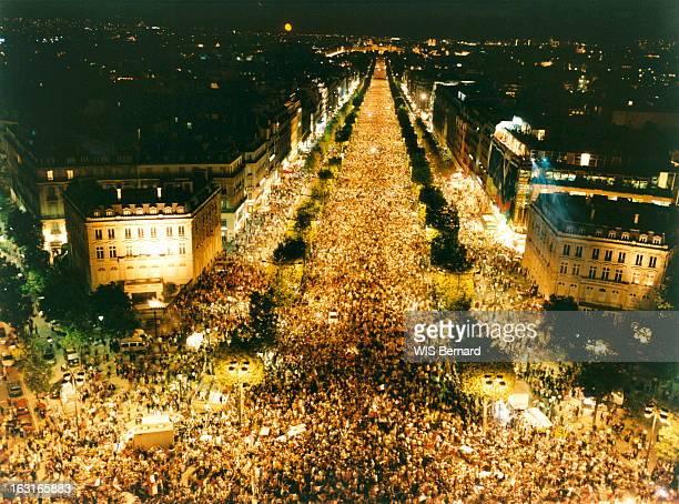 The World Cup Soccer 1998 Won By France Mondial de football 1998 Paris 12 juillet 1998 L'équipe de France remporte la finale contre le Brésil par 3...