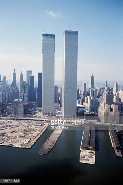 The World Trade Center In New York City A NewYork les tours jumelles du World Trade Center vue depuis la baie de Mahattan