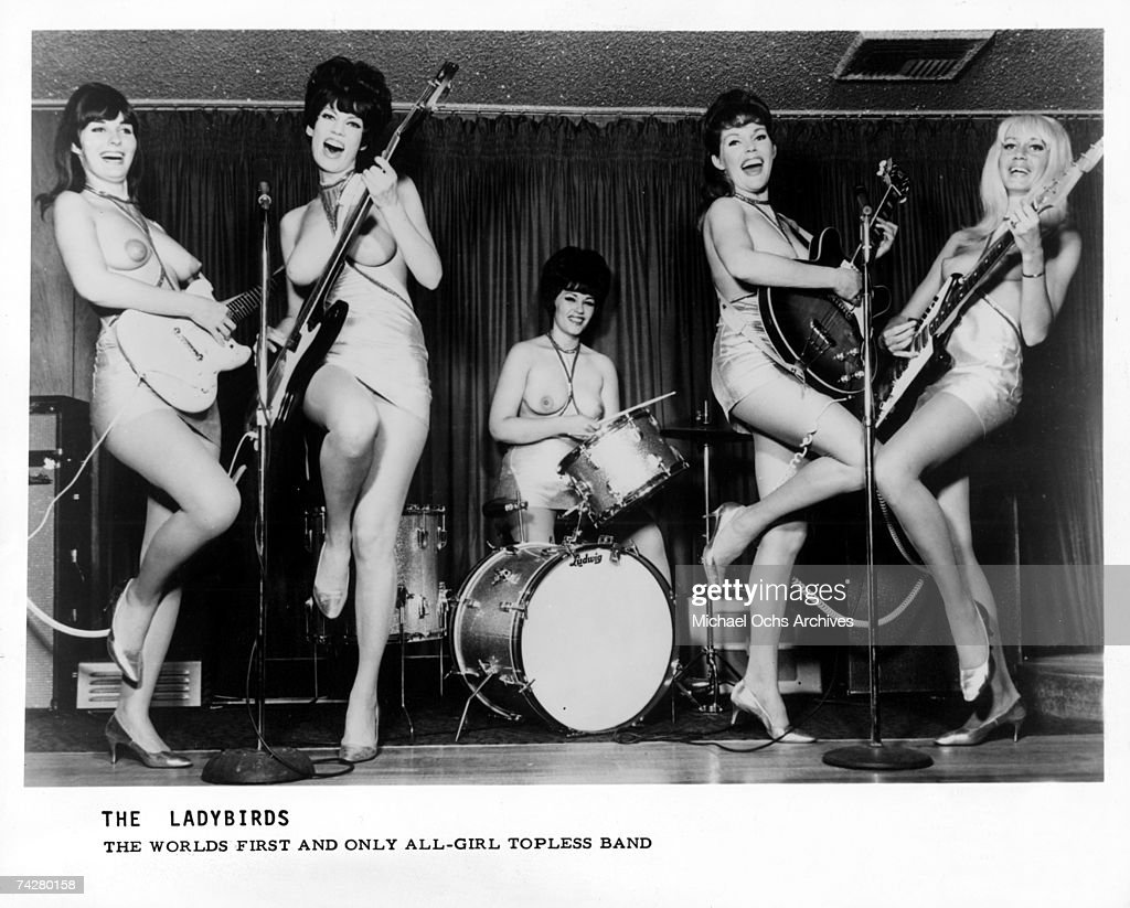 """La Chica del Viernes""...quiere bailar - Página 7 The-worlds-first-allgirl-topless-band-the-ladybirds-pose-for-a-photo-picture-id74280158"