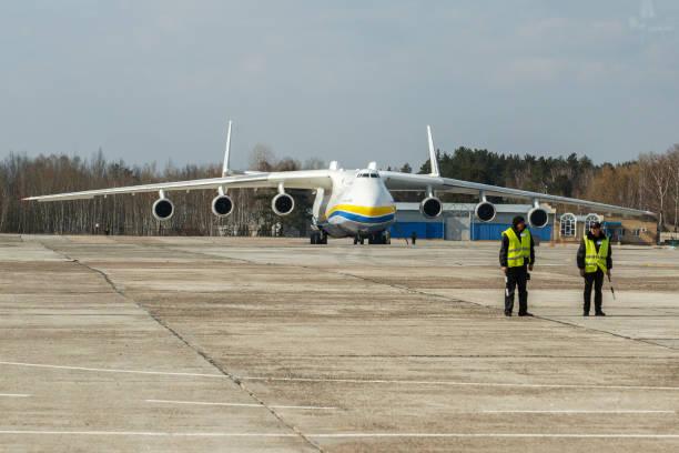 The world's largest aircraft, the Antonov An-225 Mriya ...