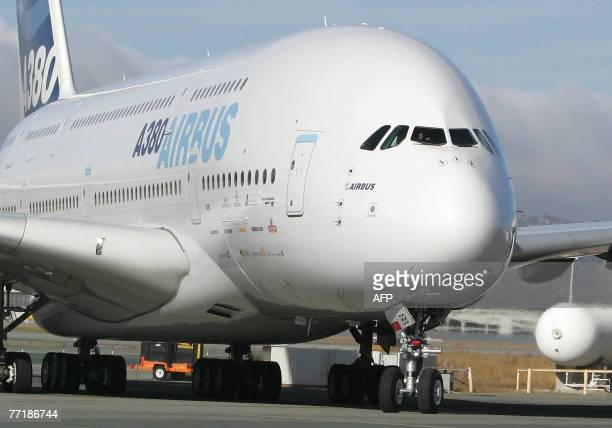 The world's largest airliner the doubledecker Airbuse A380 taxis to a stop on the tarmac when it arrives for the first time as a test flight at San...