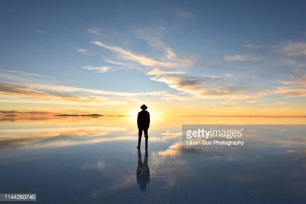 the world's largest salt flat, salar de uyuni in bolivia - ウユニ ストックフォトと画像