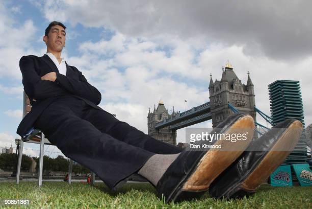 The worlds new tallest man Sultan Kosen 26 of Turkey poses in front of Tower Bridge to celebrate the launch of the 2010 Guinness Book of Records on...