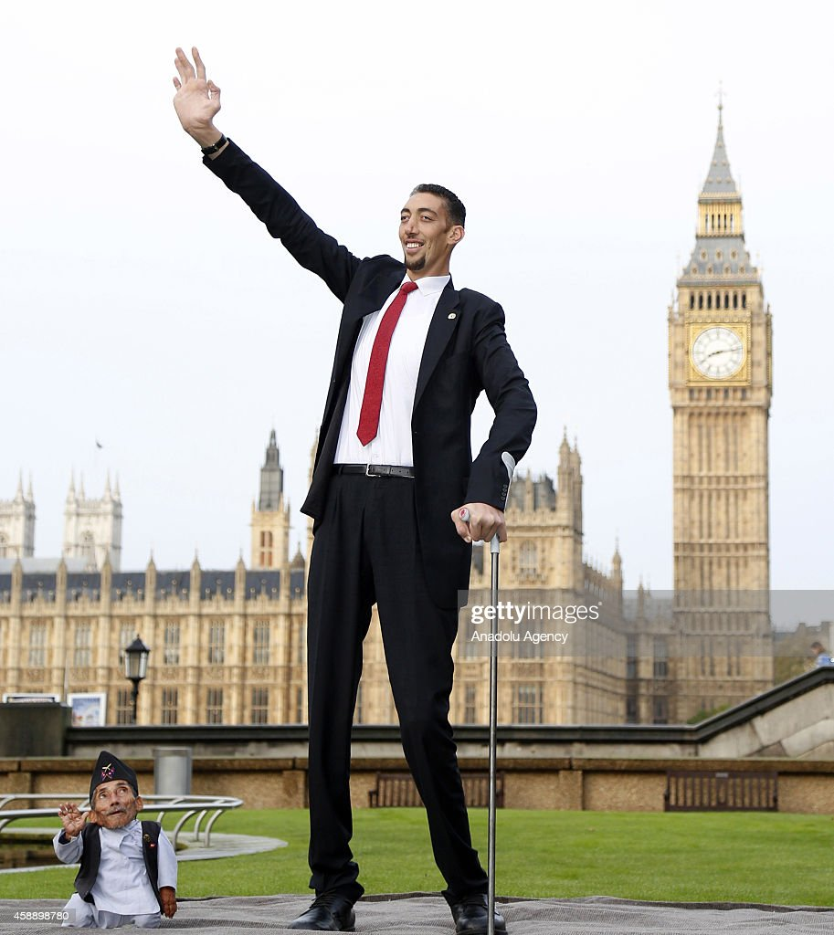 the worlds tallest man sultan kosen meets with the shortest man ever