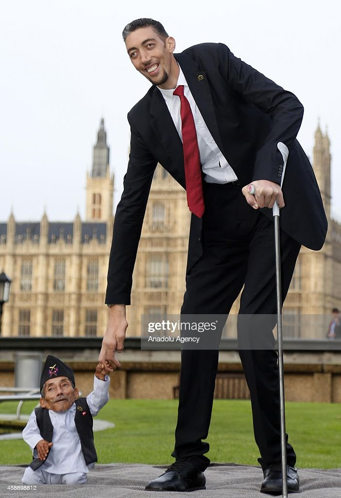 world s tallest and shortest men meet for guinness world records day