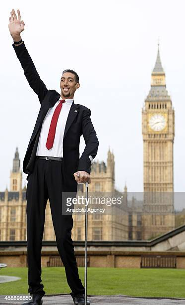 The worlds tallest man, Sultan Kosen meets with the shortest man ever, Chandra Bahadur Dangi for the very first time on November 13, 2014 in London,...