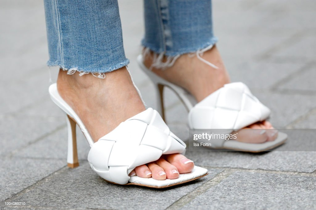 Street Style - Fashion Week Paris - February 28 - March 1, 2020 : Photo d'actualité