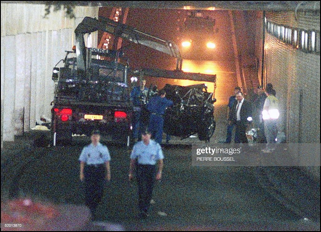 The wreckage of Princess Diana's car is lifted on : News Photo