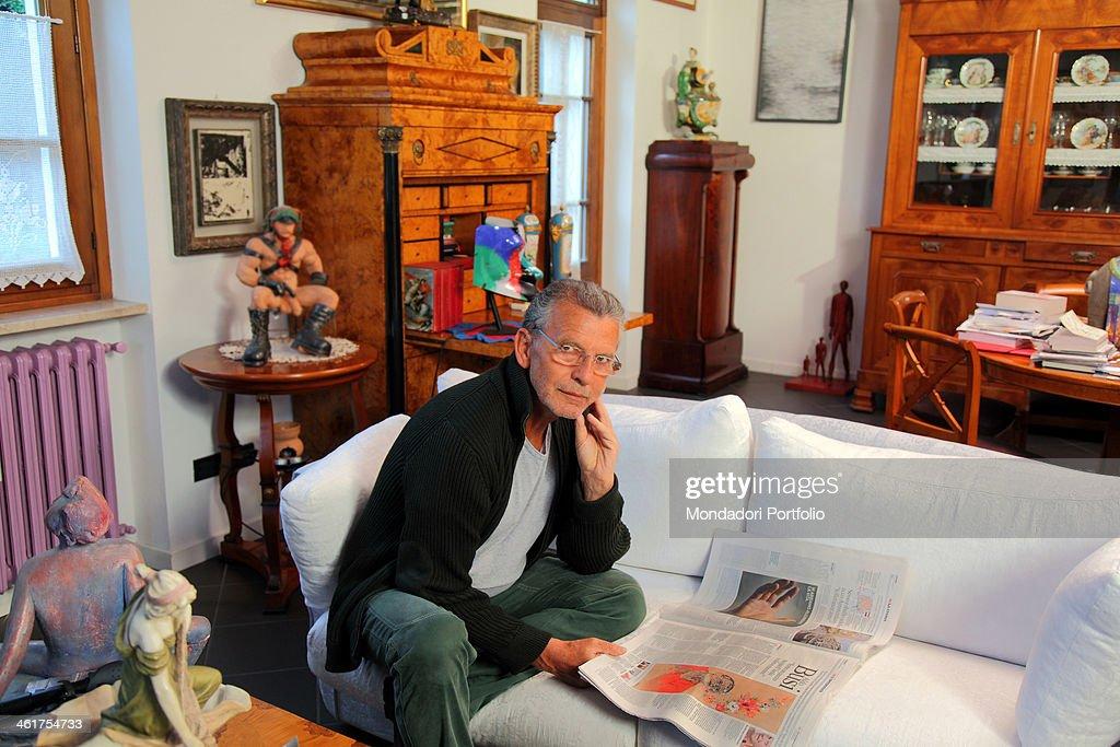 Latest the writer aldo busi at home in montichiari after for Interior designer famosi