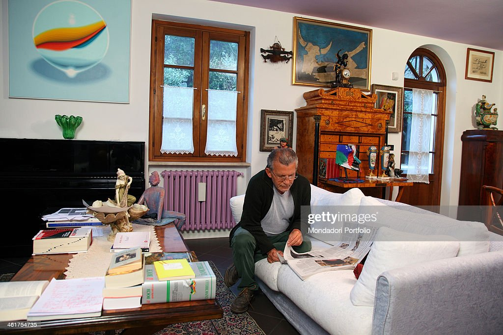 The writer aldo busi at home in montichiari after he came - Interior designer famosi ...