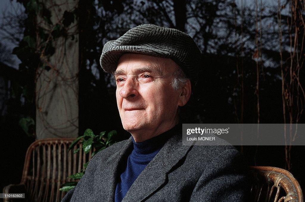 The writer Andrea Zanzotto in Italy in February, 2000. : Foto di attualità