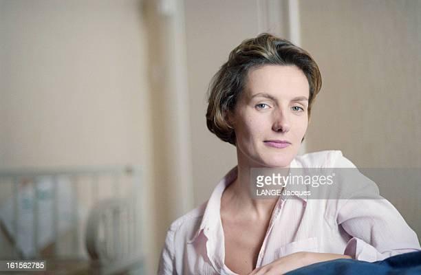 The Writer Anna Gavalda L'écrivain Anna GAVALDA auteur du livre 'JE L'AIMAIS' chez elle à Melun
