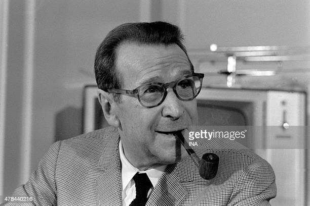 """The writer Georges Simenon interviewed on his last novel """"""""The cat"""""""" for the television news"""