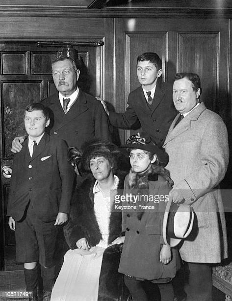 The Writer Sir Arhur Conan Doyle And His Family His Son Dennis Conan Doyle And In The First Row From Left To Right Adrian Doyle Jean Doyle Wife Of...